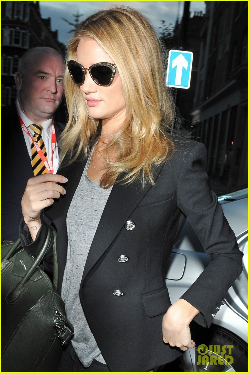rosie huntington whiteley i dont feel like a sex symbol 132974389