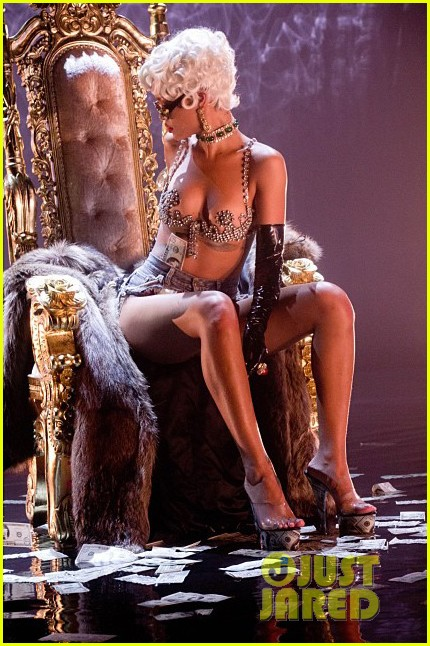 rihanna more pour it up behind the scenes video 122963813