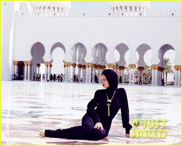 rihanna asked to leave abu dahbi mosque after photo shoot 01