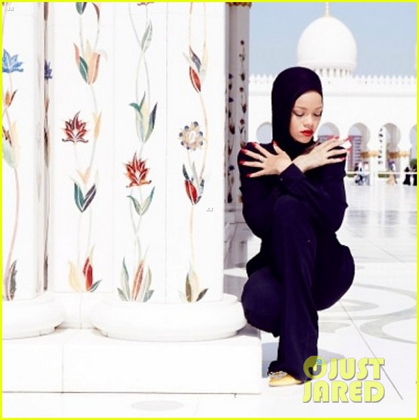 rihanna asked to leave abu dahbi mosque after photo shoot 052976329