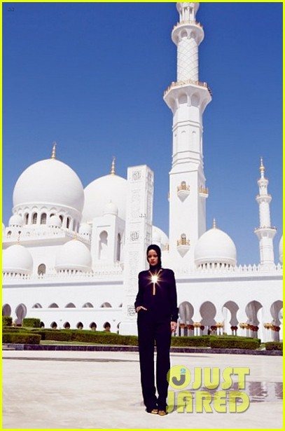 rihanna asked to leave abu dahbi mosque after photo shoot 102976334