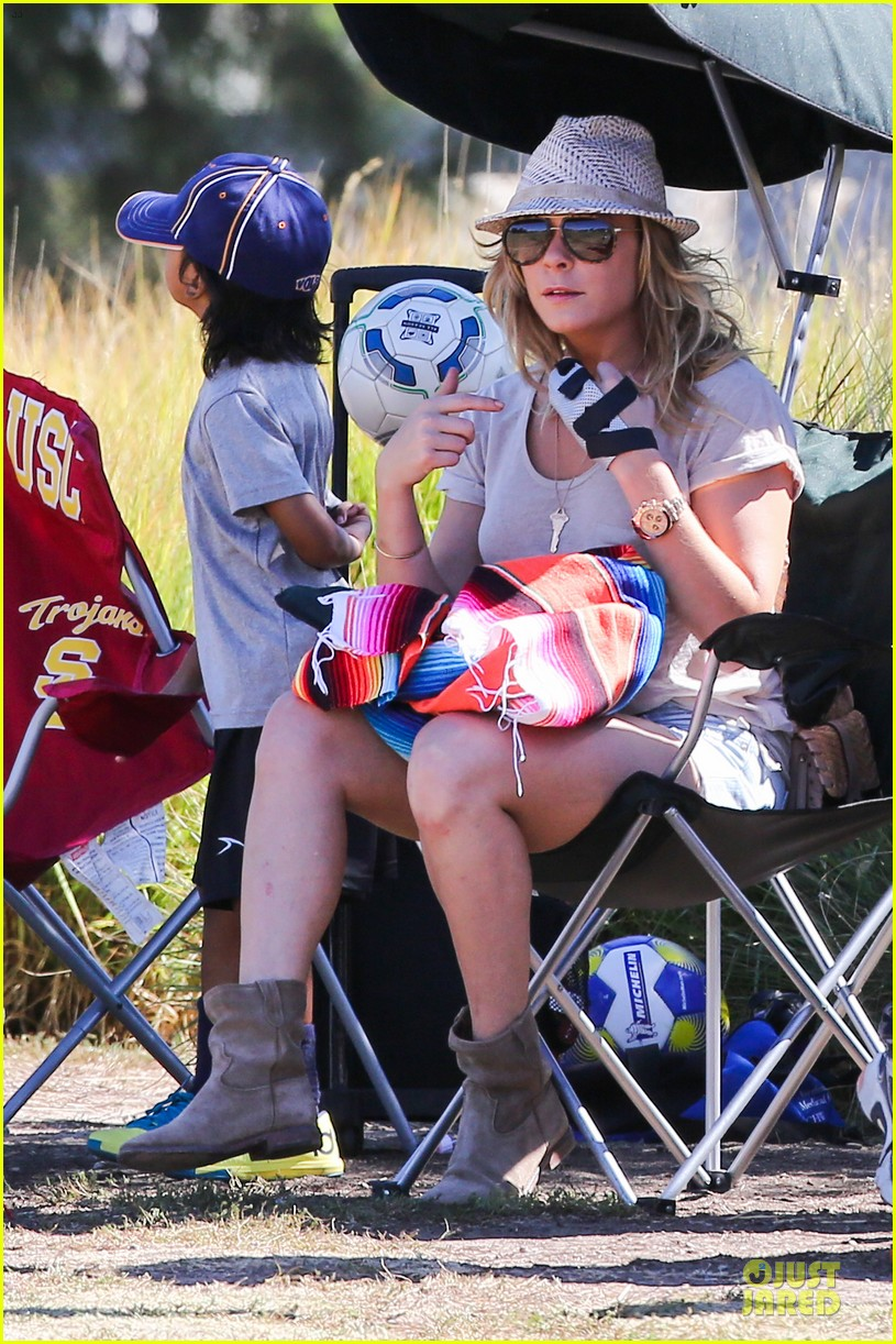 leann rimes hand brace is not my best fashion accessory 102966830