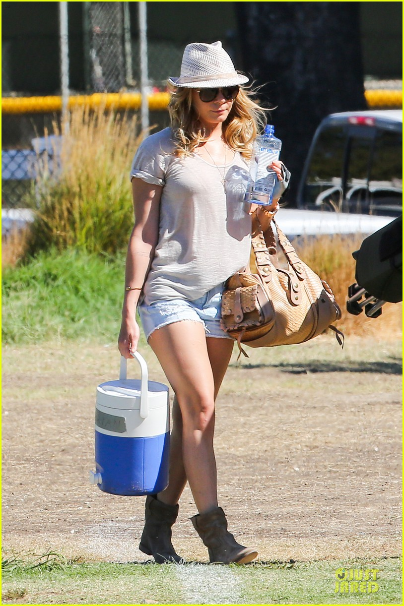 leann rimes hand brace is not my best fashion accessory 132966833