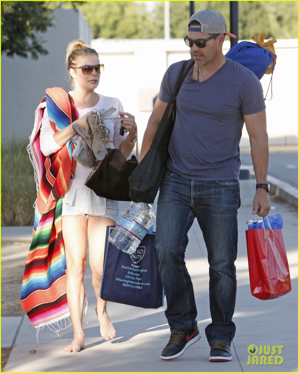 leann rimes eddie cibrian eat in n out at soccer game 012971015