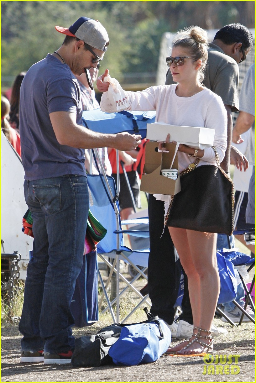 leann rimes eddie cibrian eat in n out at soccer game 03