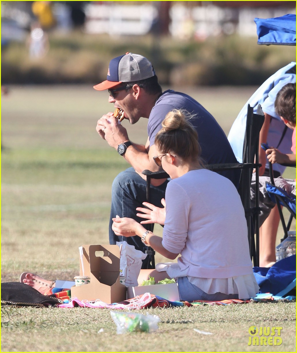 leann rimes eddie cibrian eat in n out at soccer game 092971023