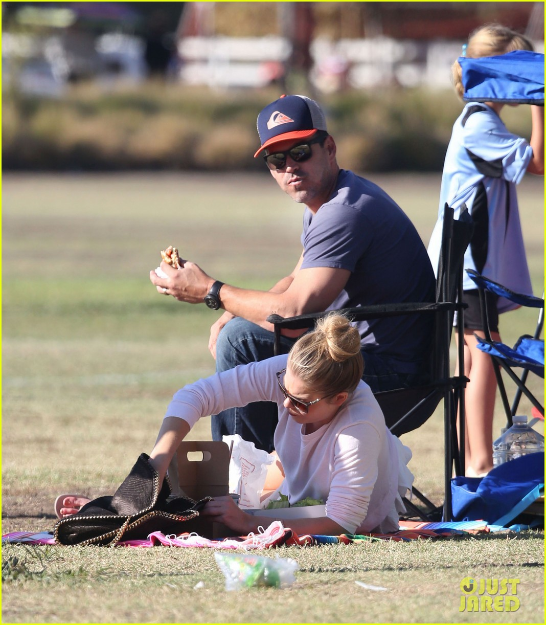 leann rimes eddie cibrian eat in n out at soccer game 102971024