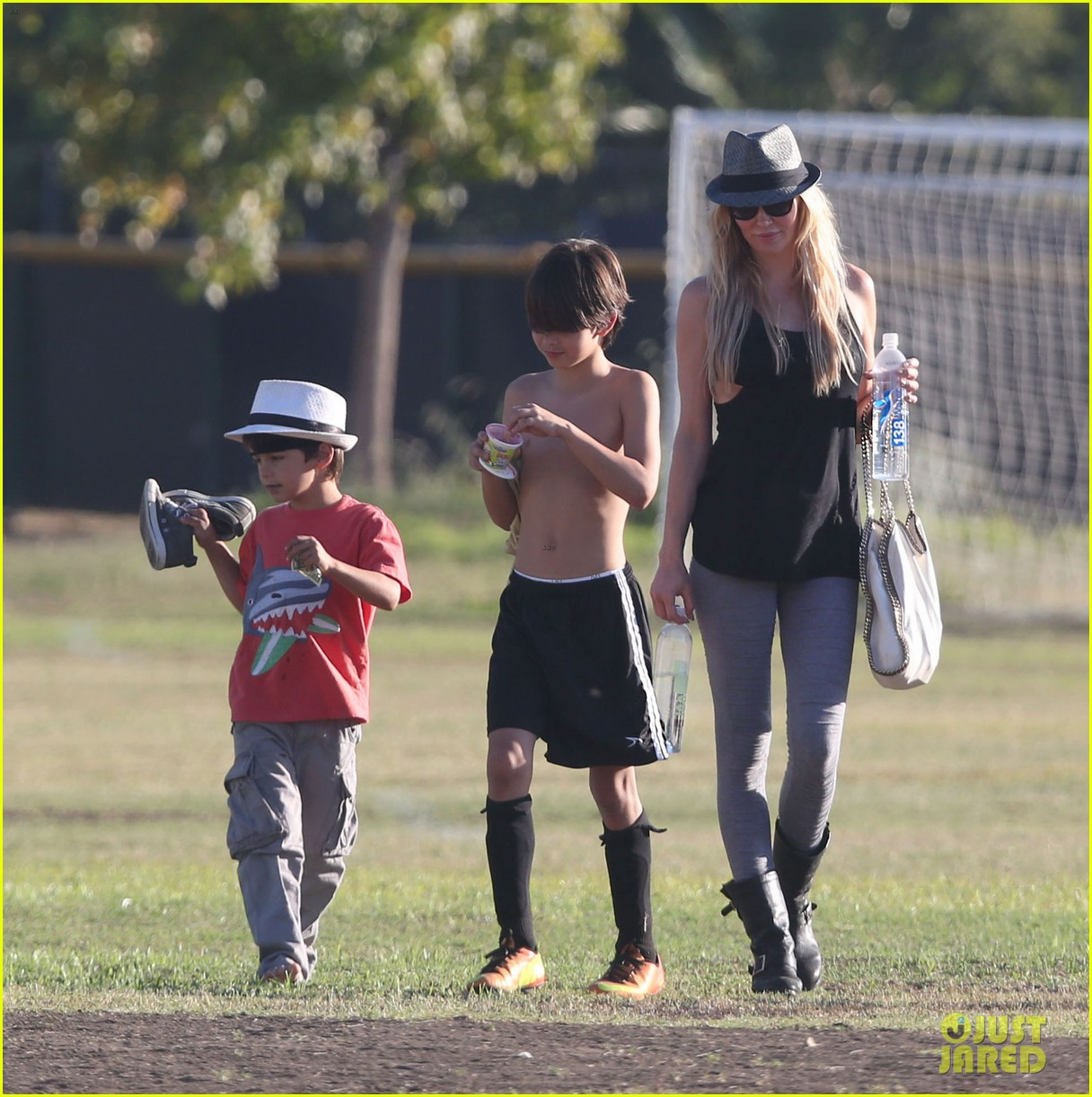 leann rimes eddie cibrian eat in n out at soccer game 16