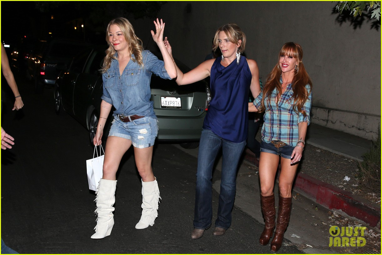 leann rimes girls night out at oil can harrys 092972860