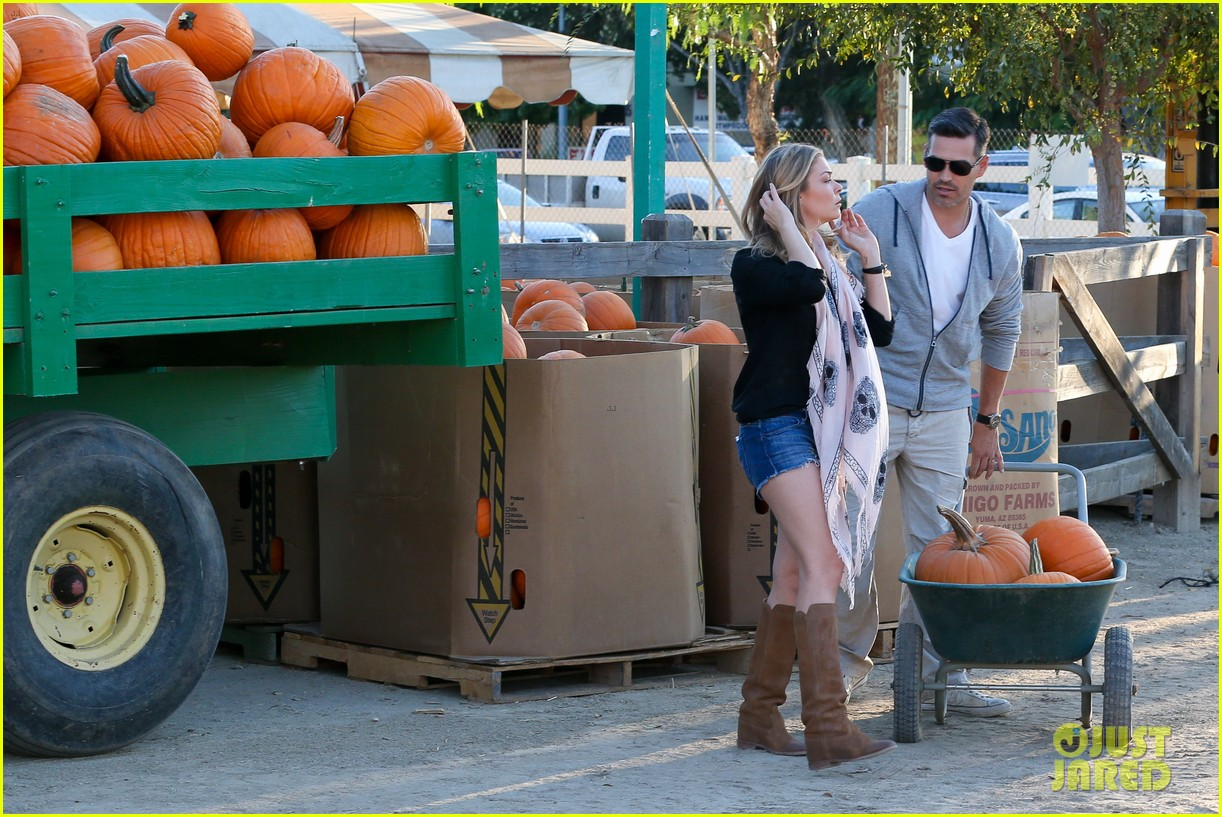 leann rimes eddie cibrian pumpkin picking pair 182974238