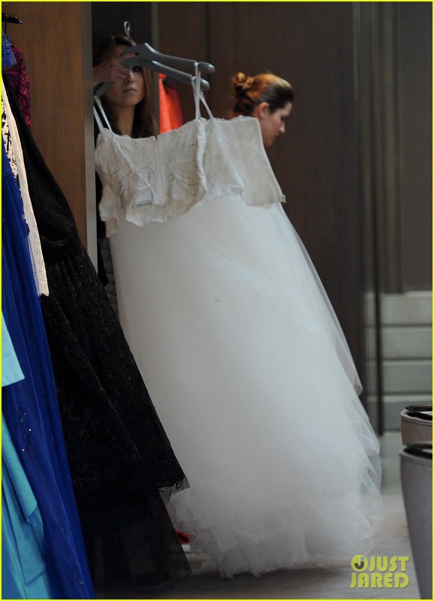 naya rivera goes wedding dress shopping with kevin mchale 162970798