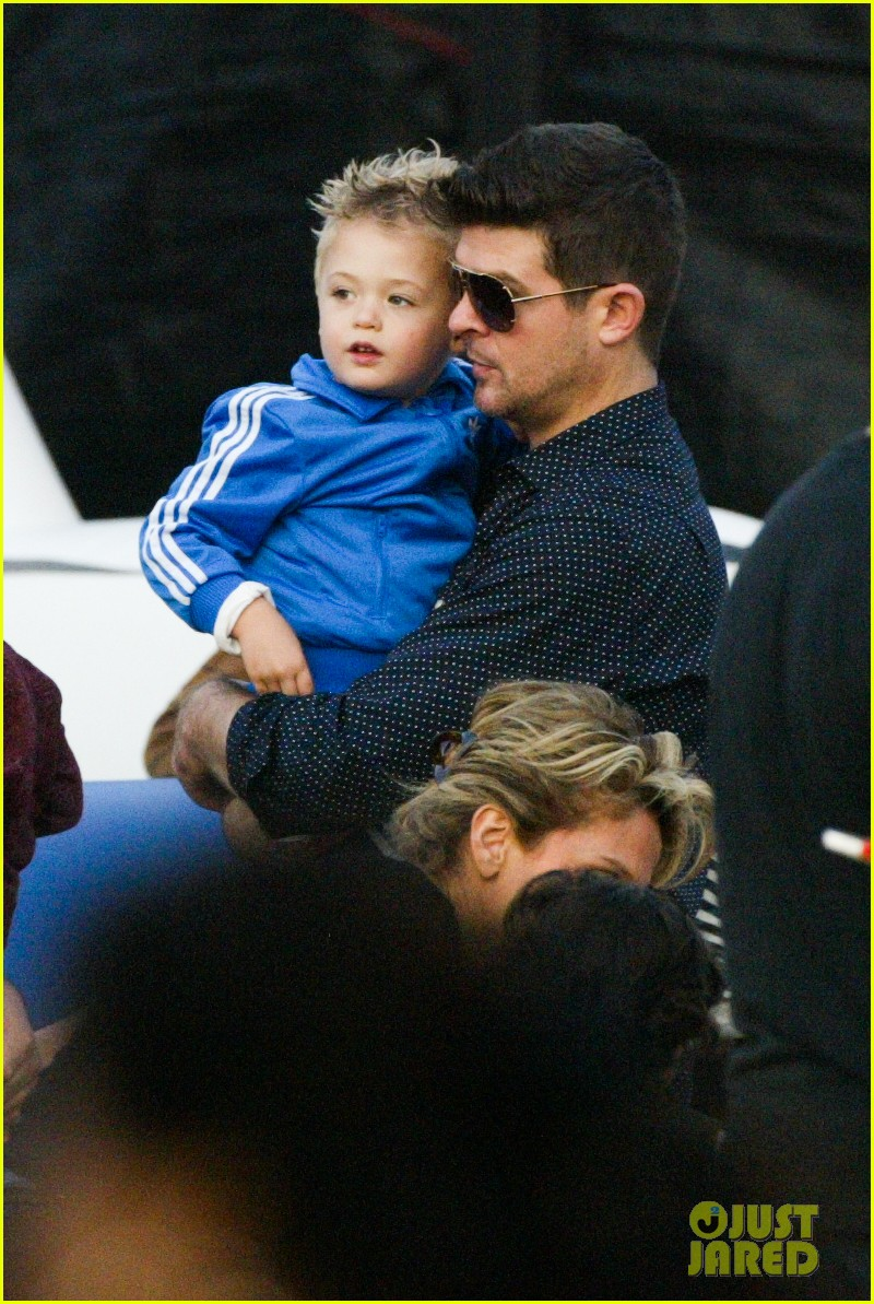 robin thicke paula patton smooches pumpkin patch 062980985