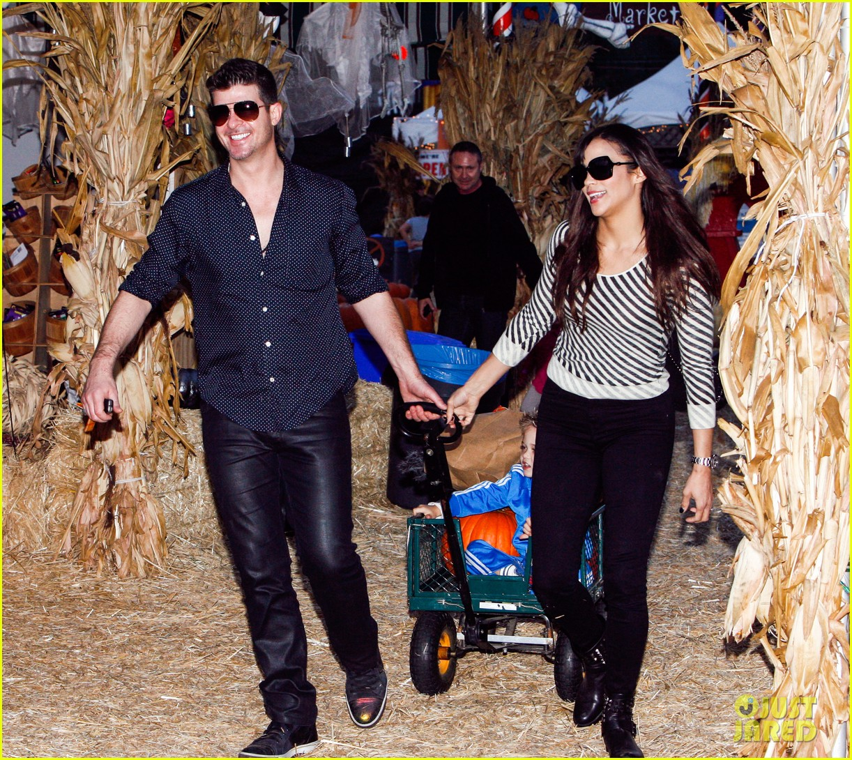 robin thicke paula patton smooches pumpkin patch 082980987