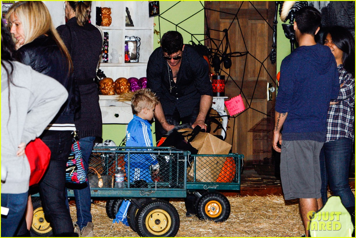 robin thicke paula patton smooches pumpkin patch 152980994