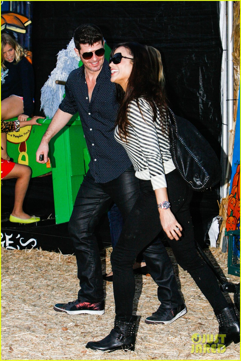 robin thicke paula patton smooches pumpkin patch 162980995