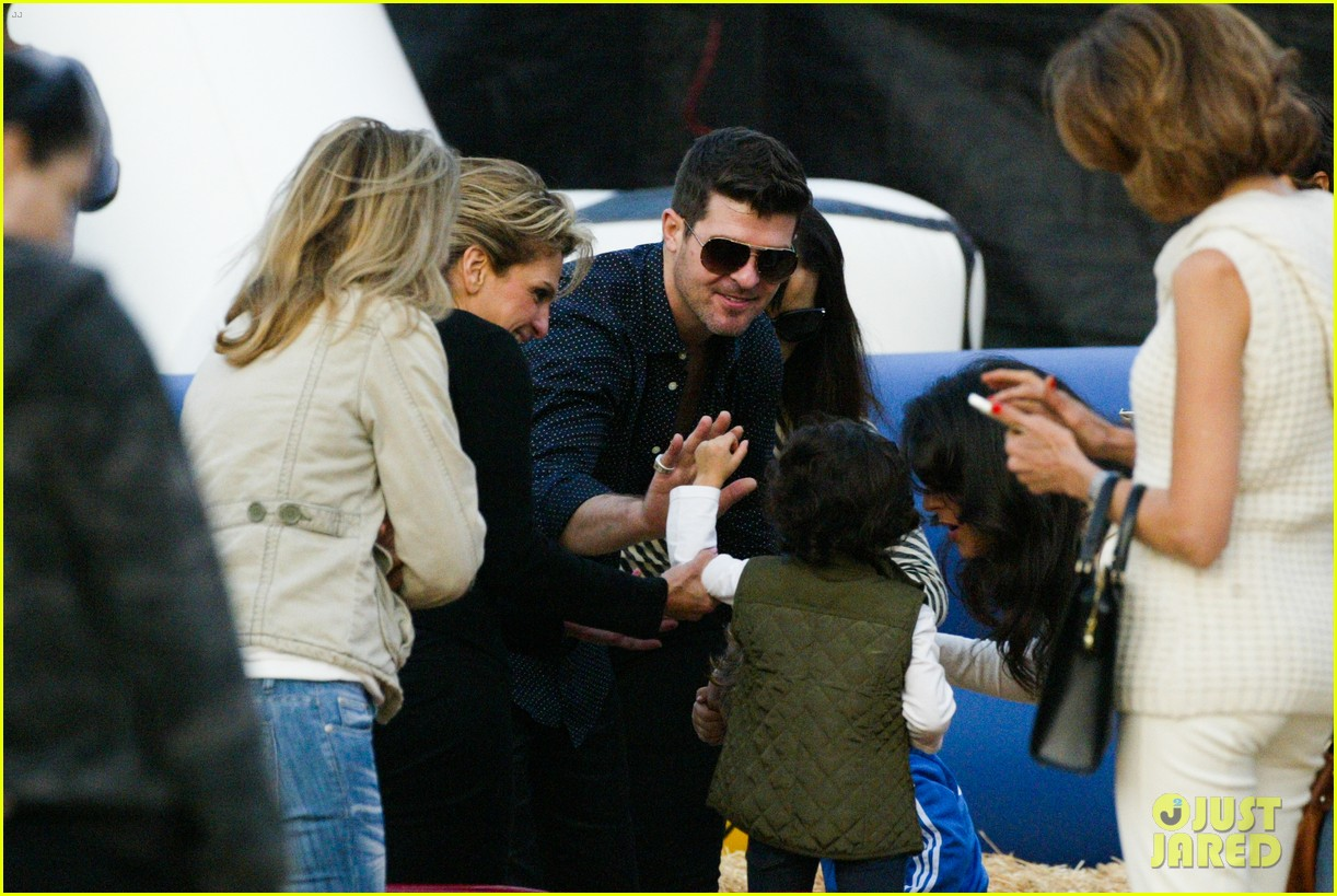 robin thicke paula patton smooches pumpkin patch 192980998