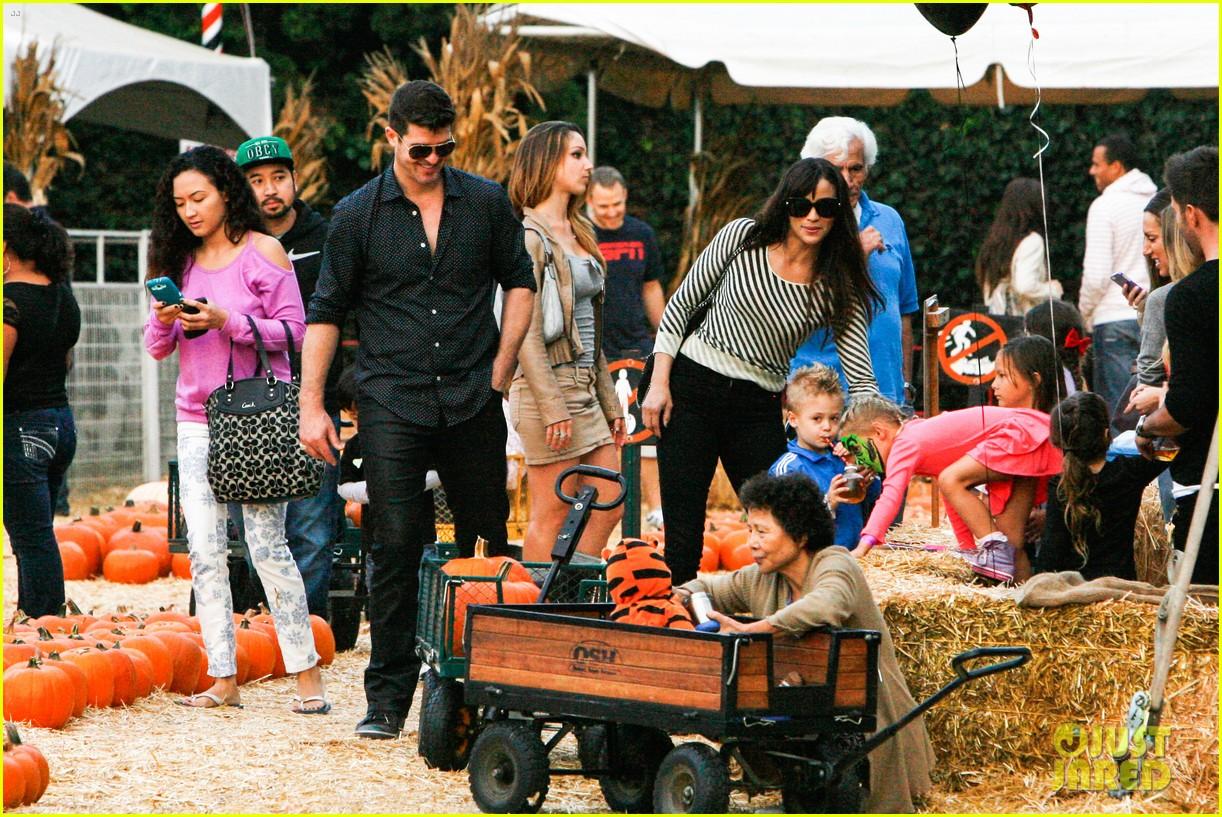 robin thicke paula patton smooches pumpkin patch 212981000