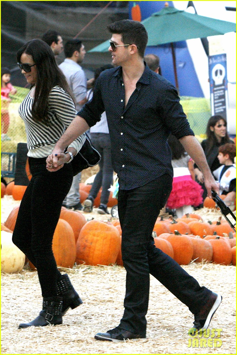 robin thicke paula patton smooches pumpkin patch 262981005