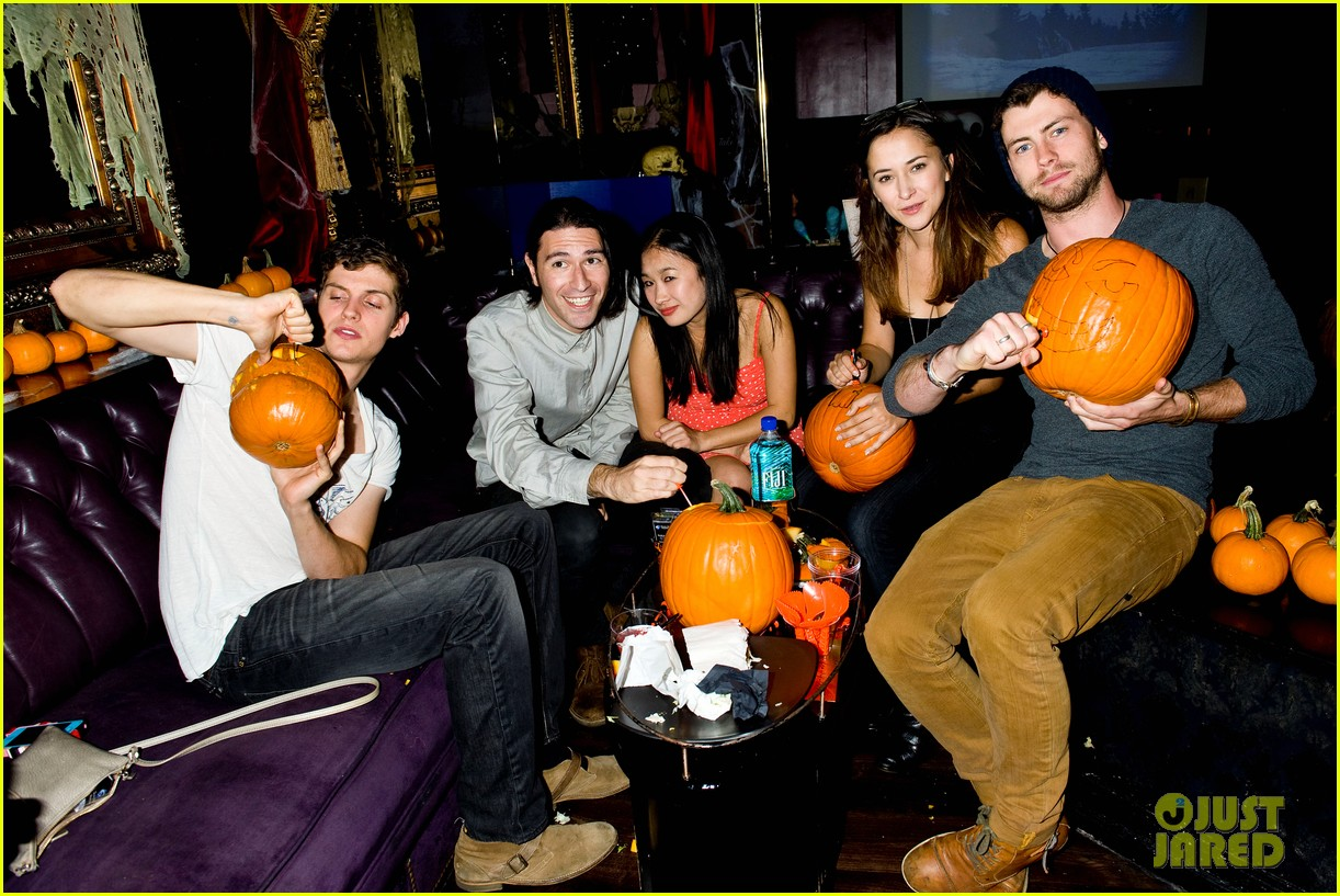holland roden teen wolf cast just jared halloween party 2013 082979337