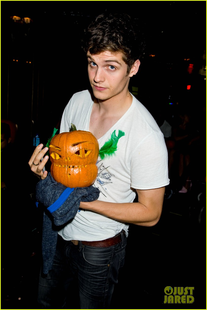 holland roden teen wolf cast just jared halloween party 2013 102979339