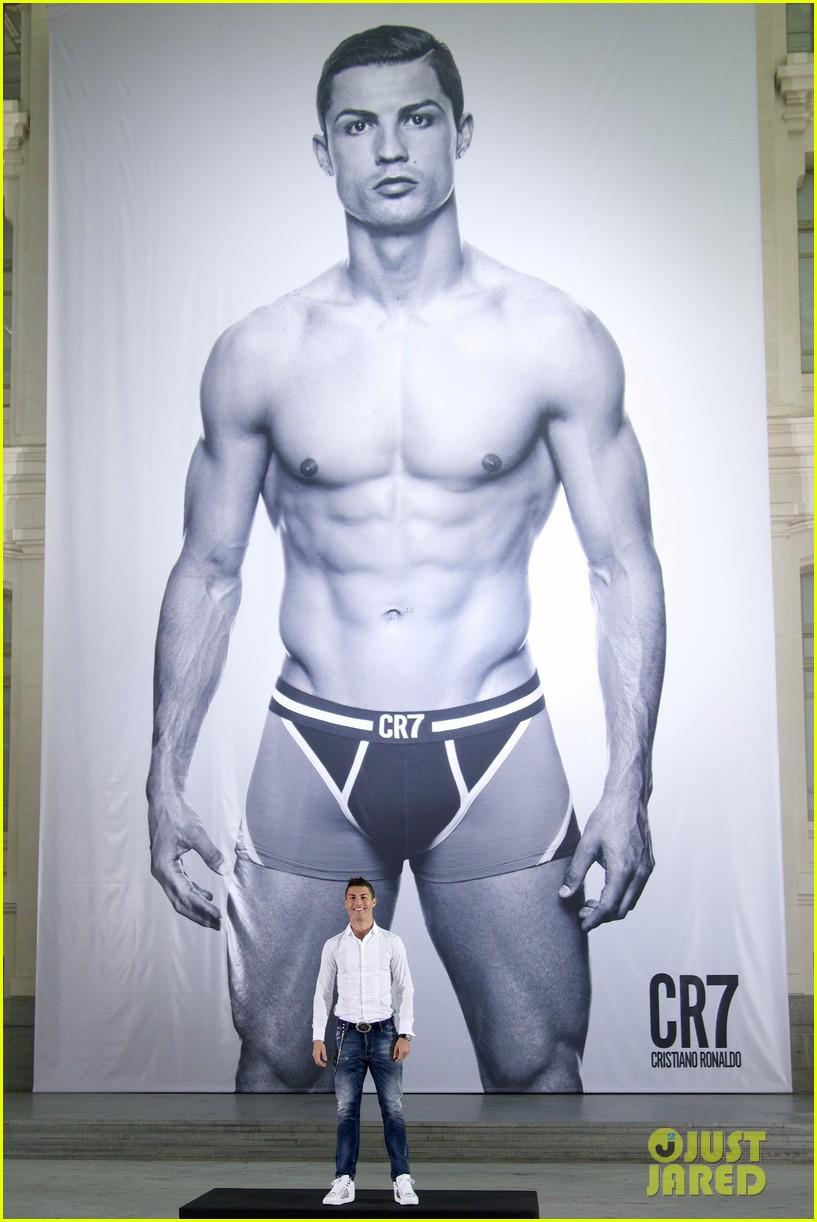 cristiano ronaldo launches underwear line shows buff body in ad 012983456
