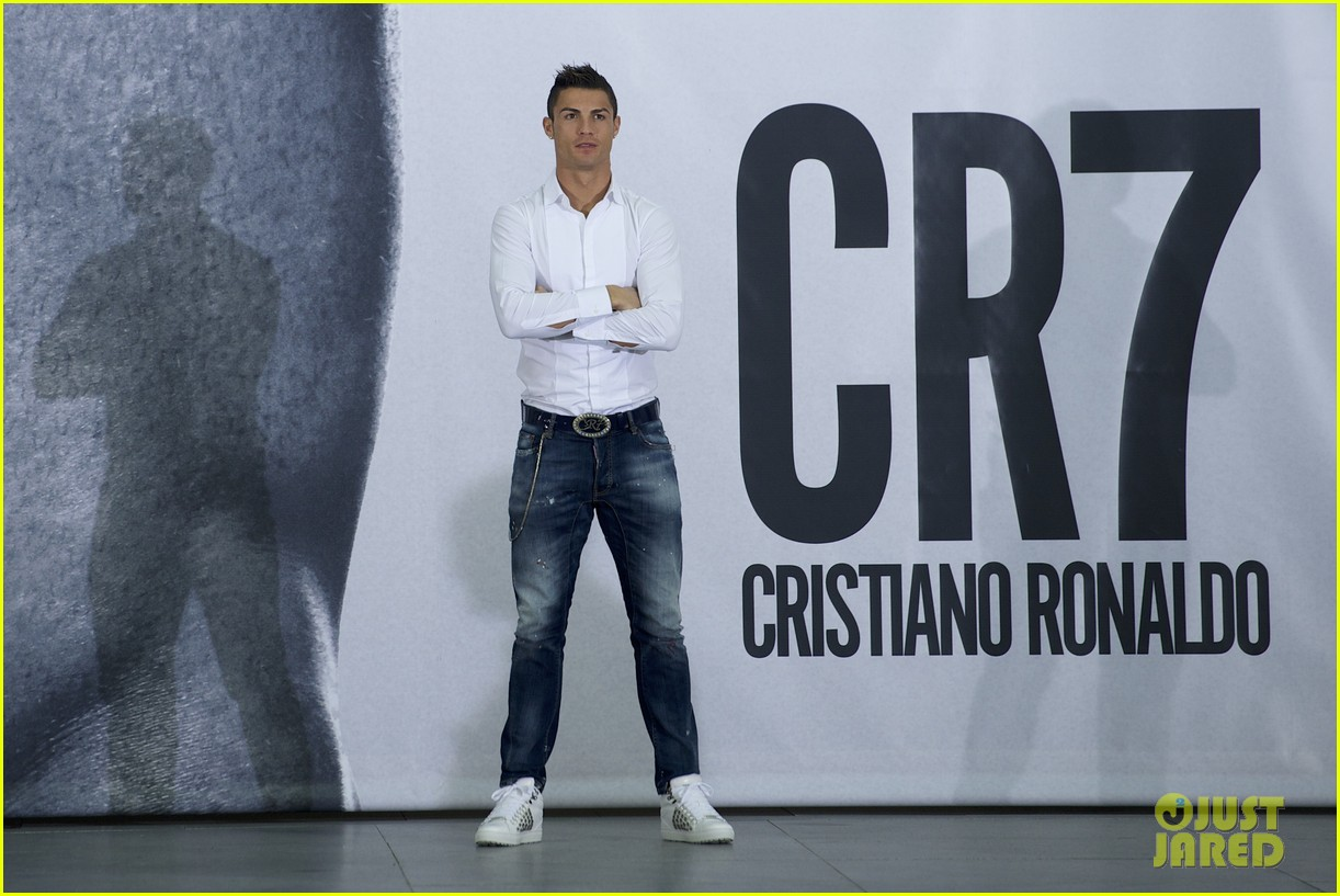 cristiano ronaldo launches underwear line shows buff body in ad 06
