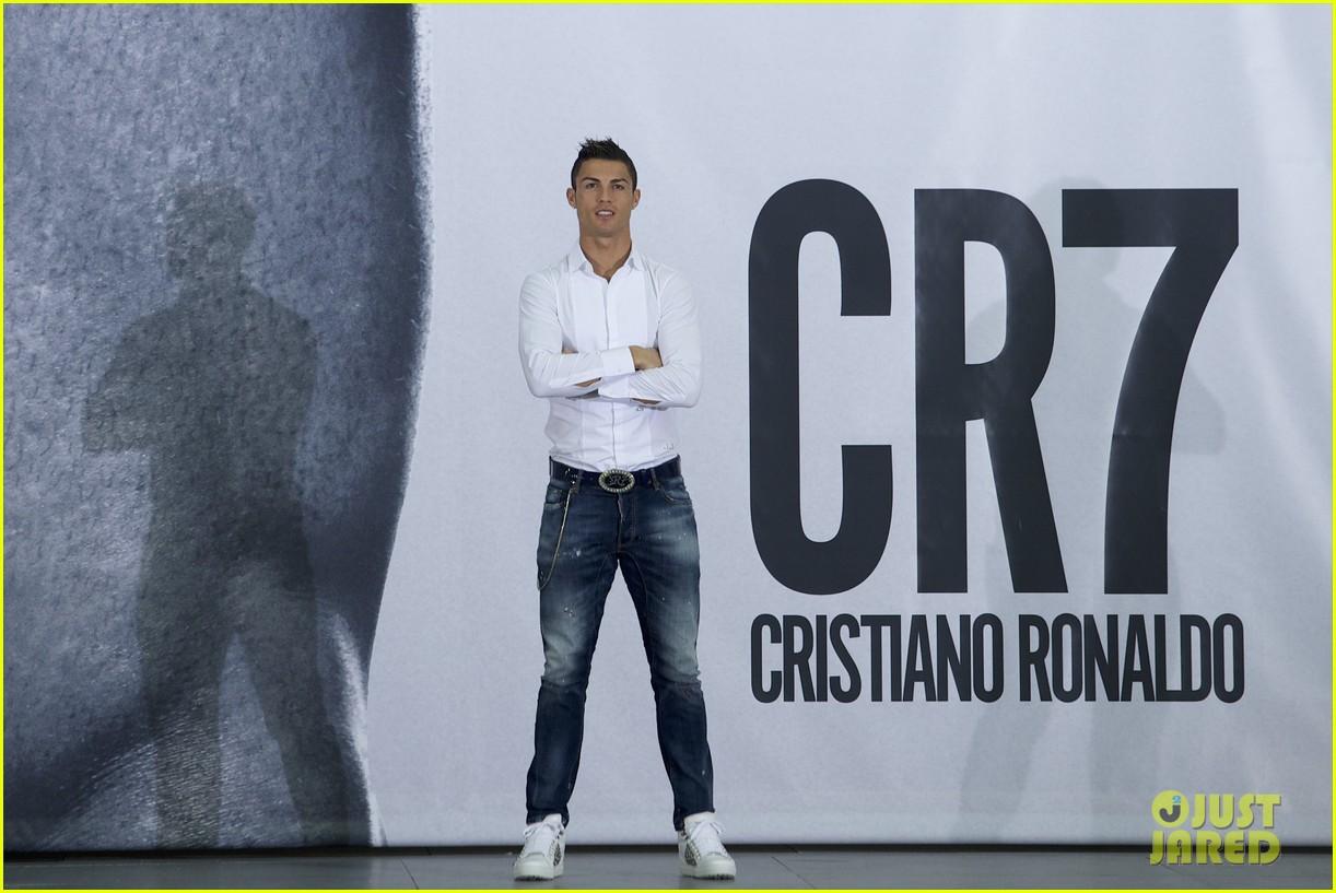 cristiano ronaldo launches underwear line shows buff body in ad 072983462