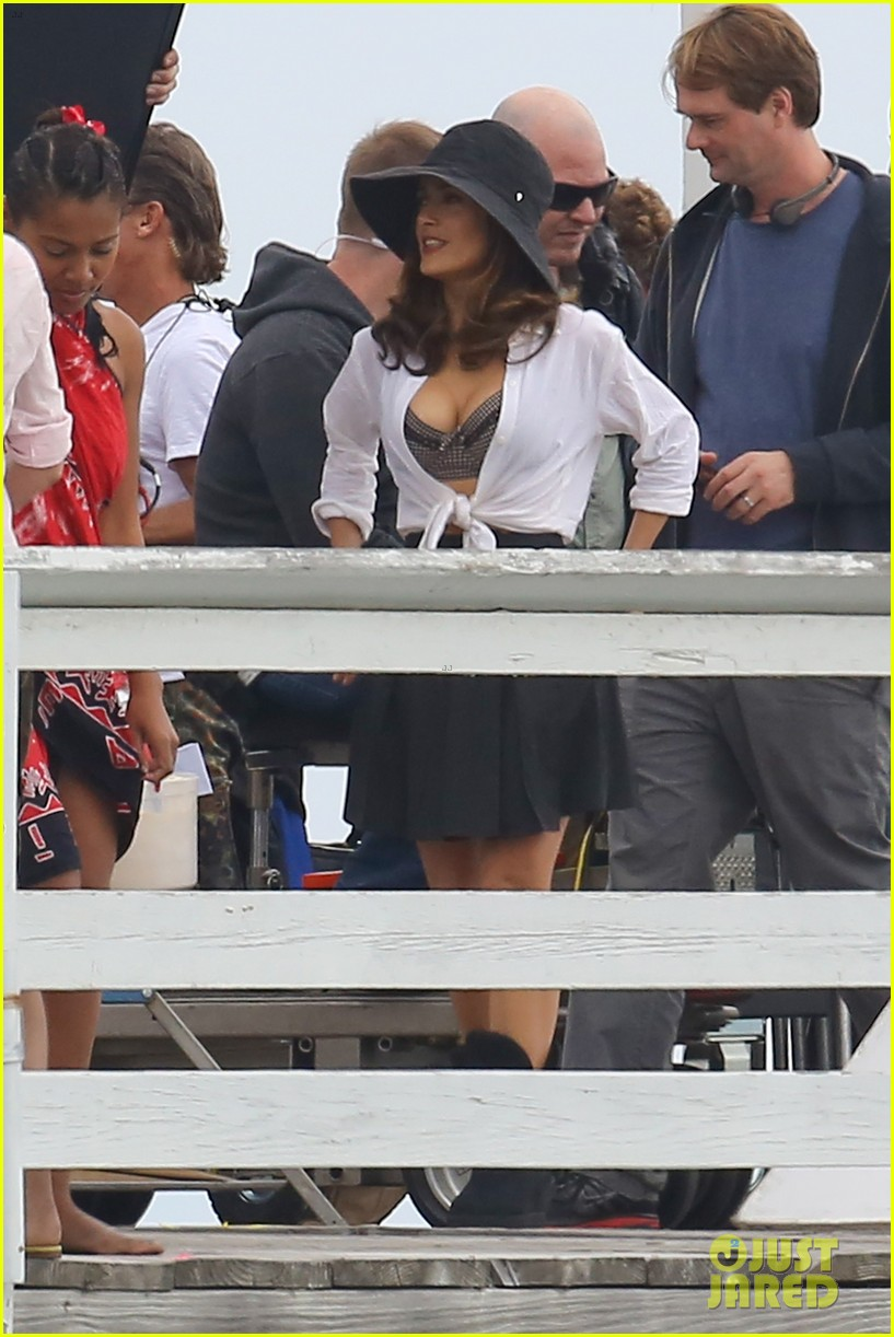 salma hayek bra reveal how to make love like englishman filming 412977805