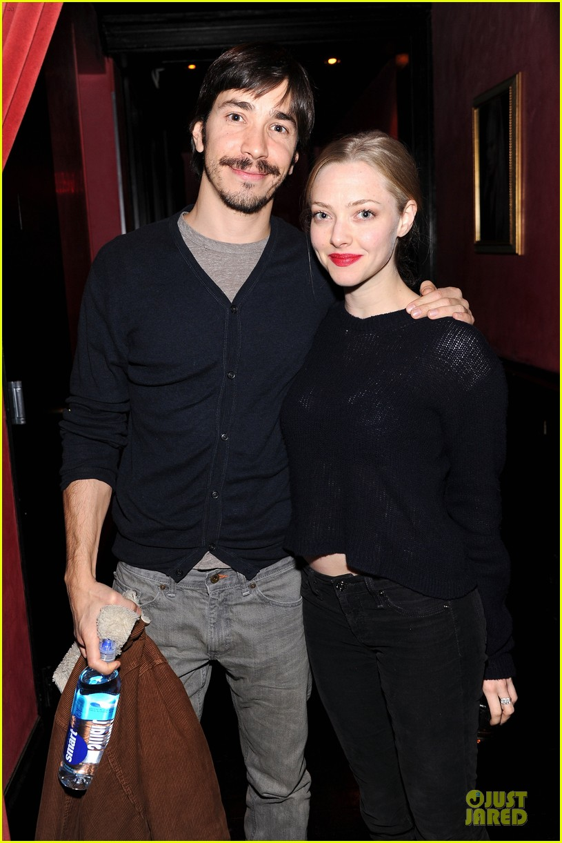 amanda seyfried justin long celebrity charades benefit gala 02