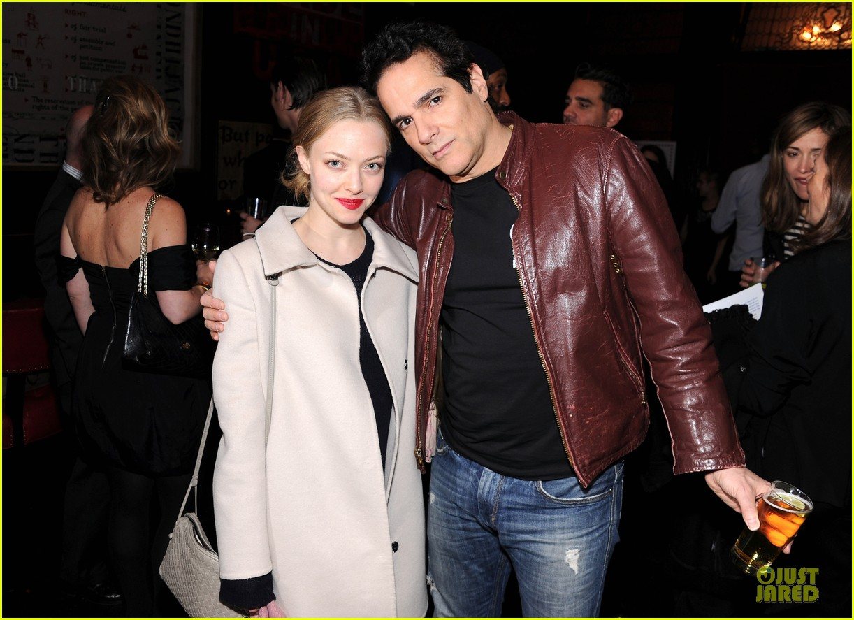 amanda seyfried justin long celebrity charades benefit gala 122982094