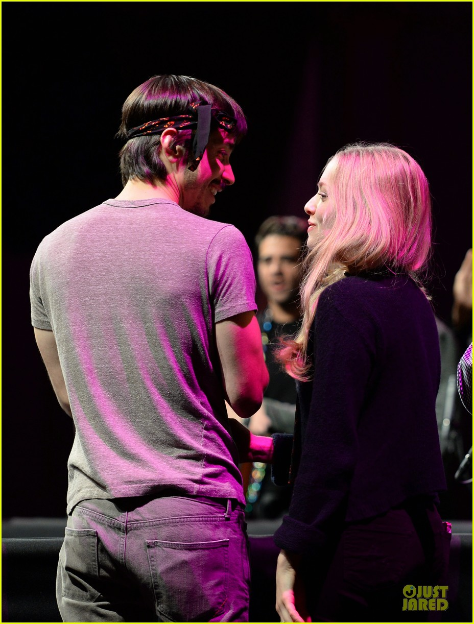amanda seyfried justin long celebrity charades benefit gala 202982102