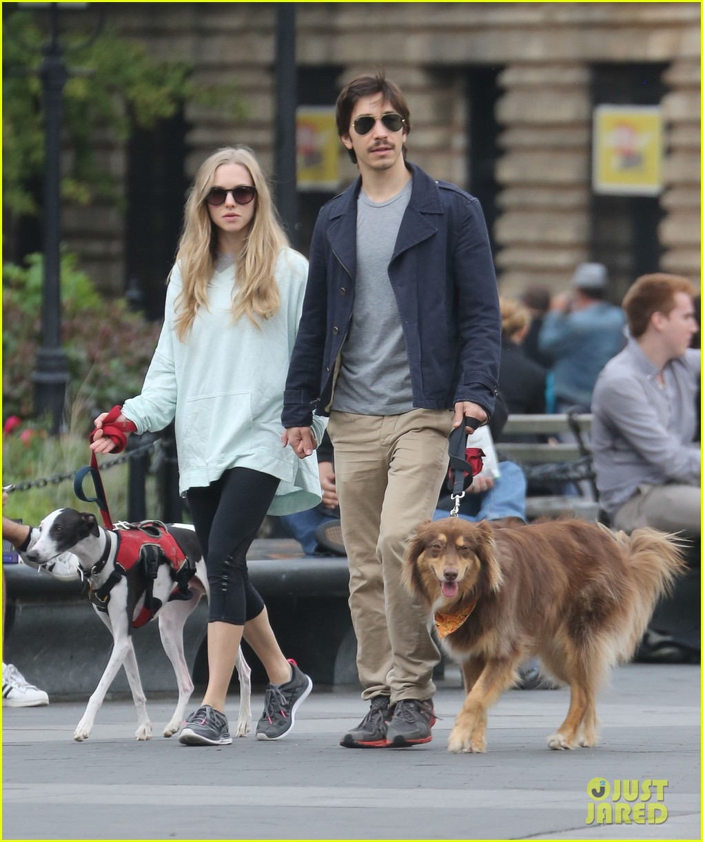 amanda seyfried justin long hold hands for dog walk 062973670