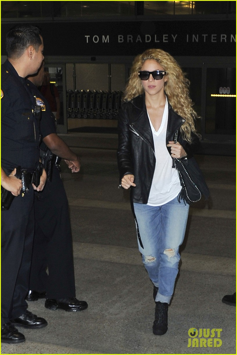 shakira i fly more than a pilot 102981745