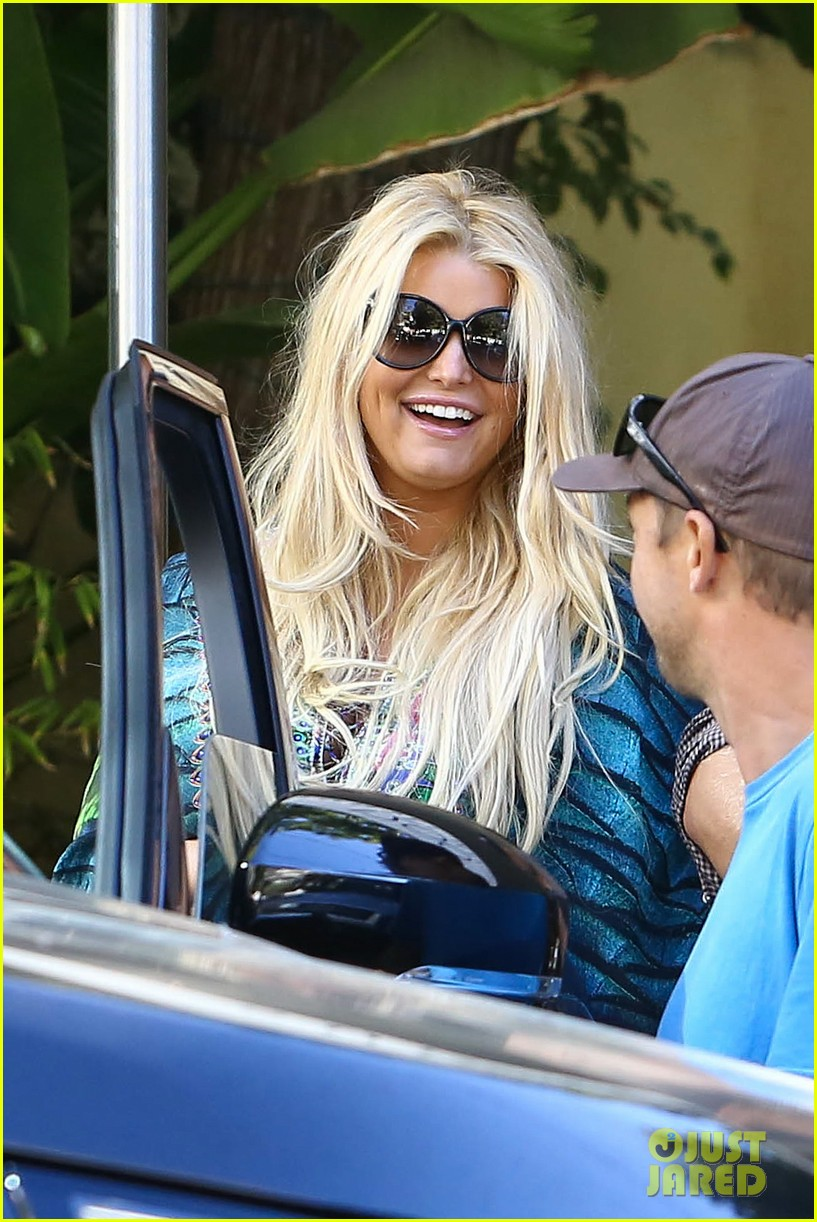 ashlee simpson steps out before 29th birthday 082965058