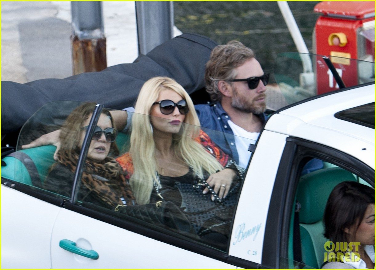 jessica simpson eric johnson continue wedding scouting 03