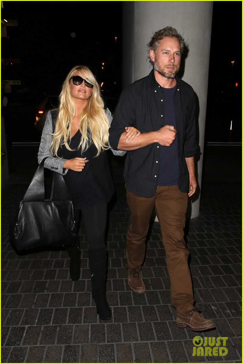 jessica simpson links arms with eric johnson at airport 042971801