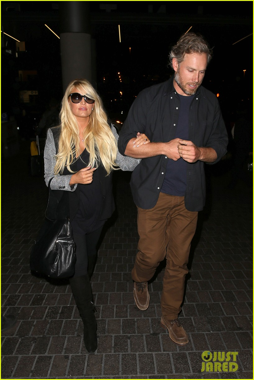 jessica simpson links arms with eric johnson at airport 072971804
