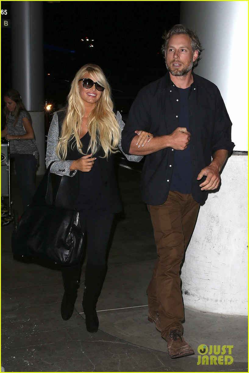 jessica simpson links arms with eric johnson at airport 082971805