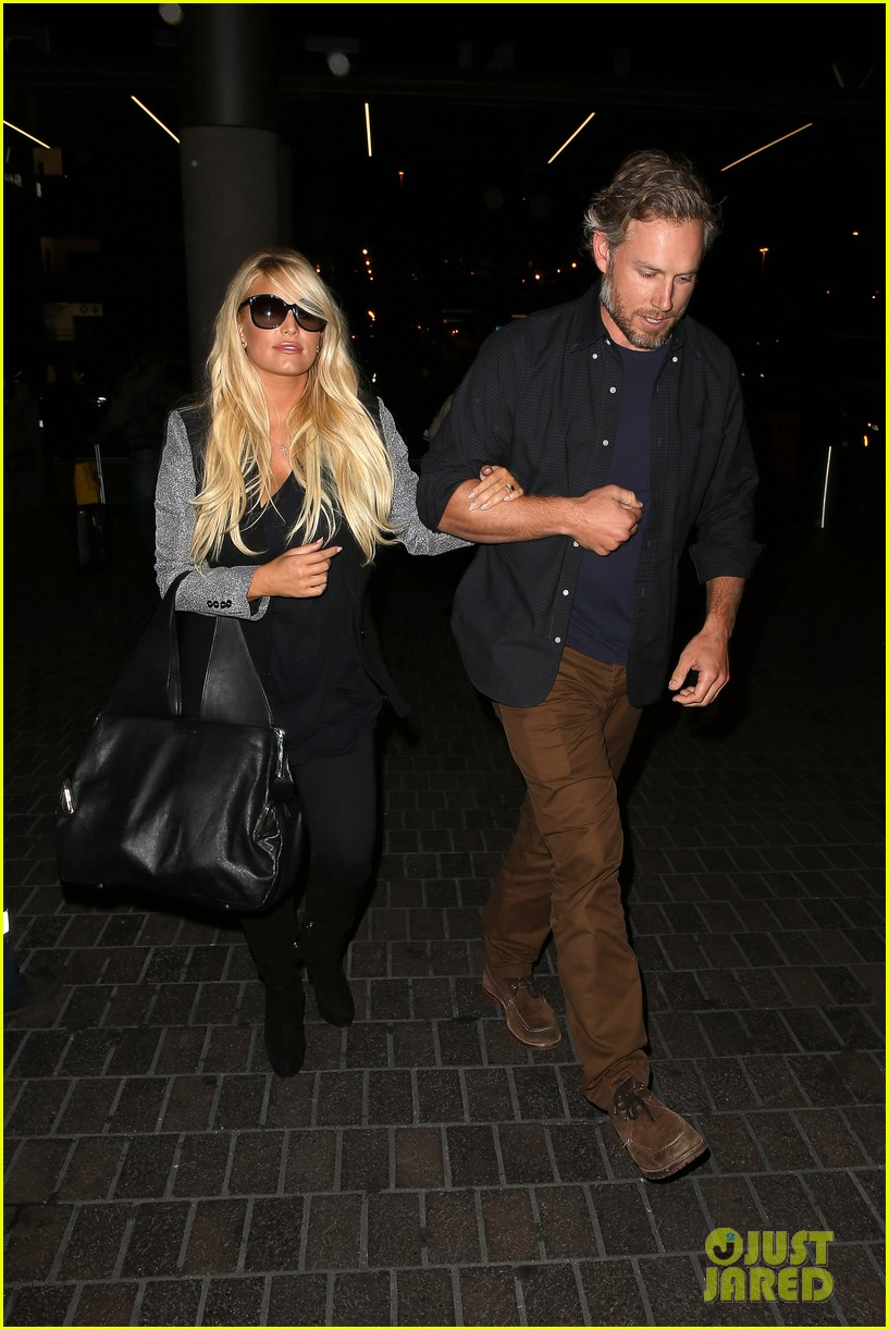 jessica simpson links arms with eric johnson at airport 102971807