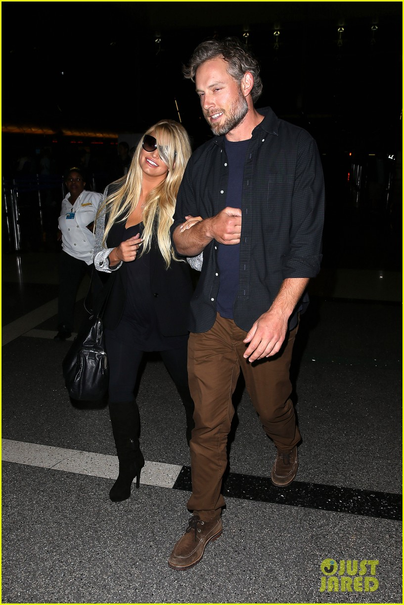 jessica simpson links arms with eric johnson at airport 122971809