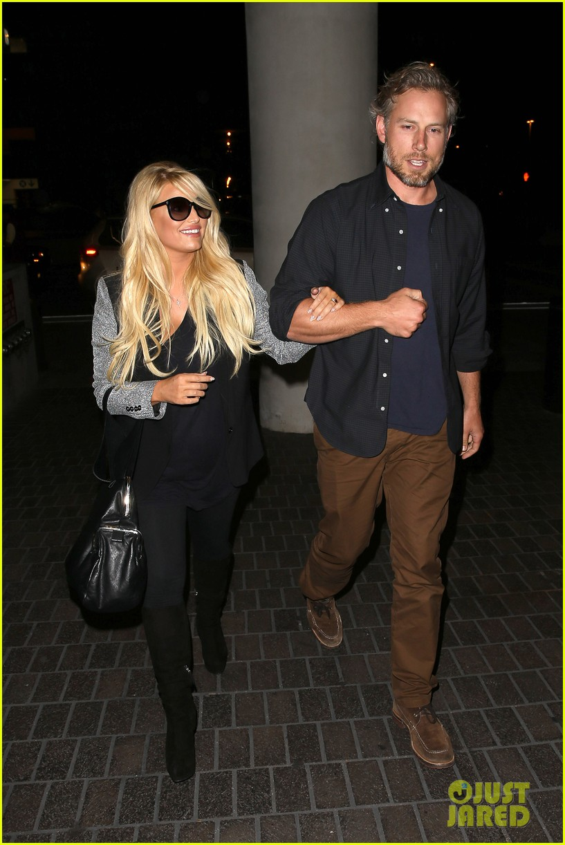 jessica simpson links arms with eric johnson at airport 142971811