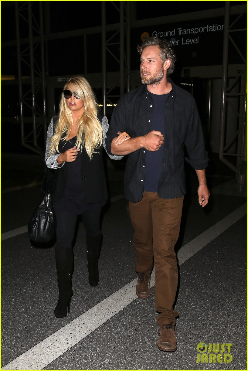 jessica simpson links arms with eric johnson at airport 182971815