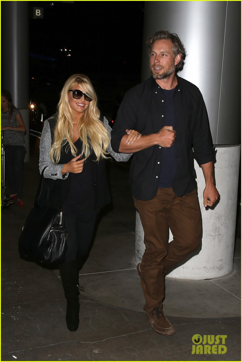 jessica simpson links arms with eric johnson at airport 202971817