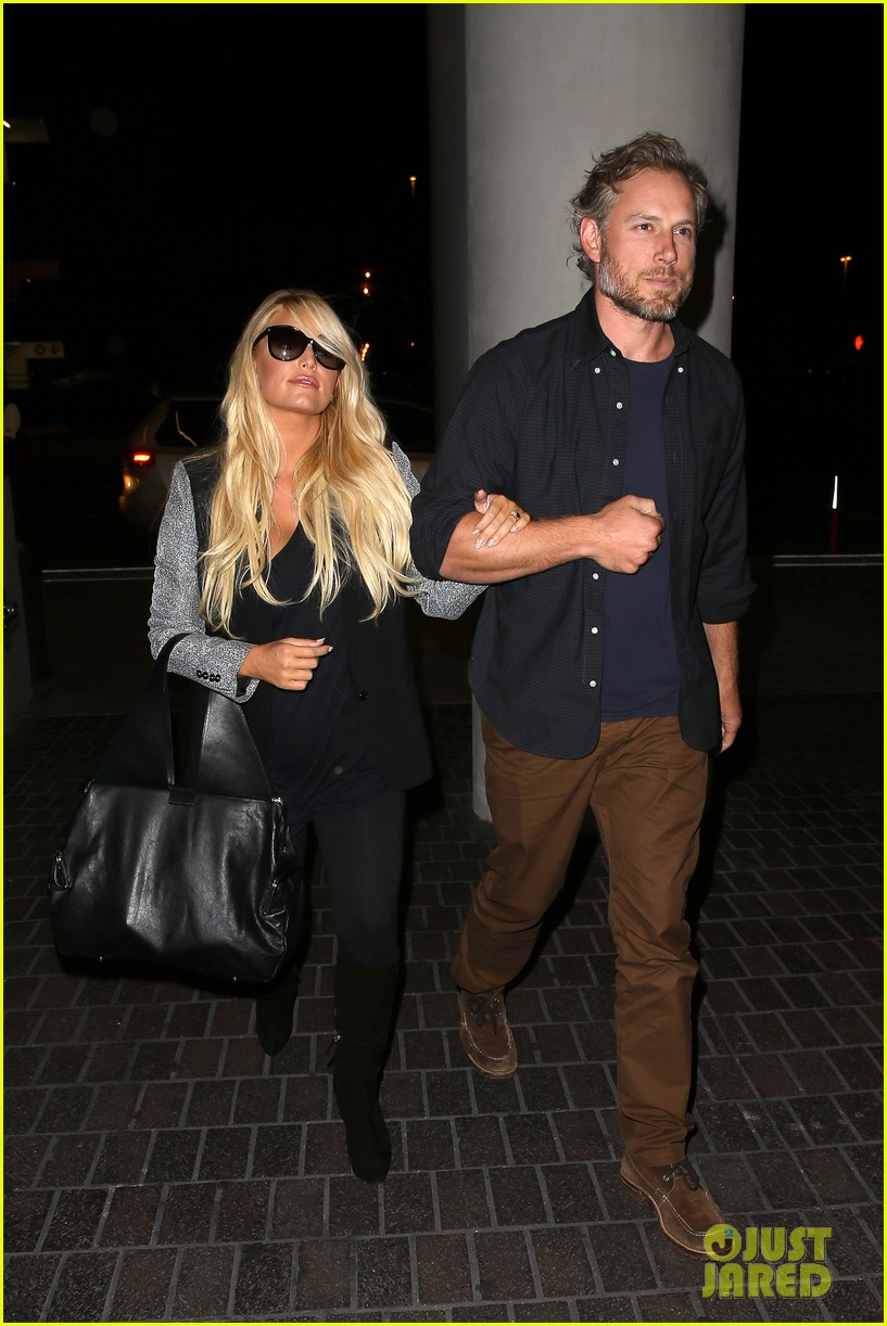 jessica simpson links arms with eric johnson at airport 222971819