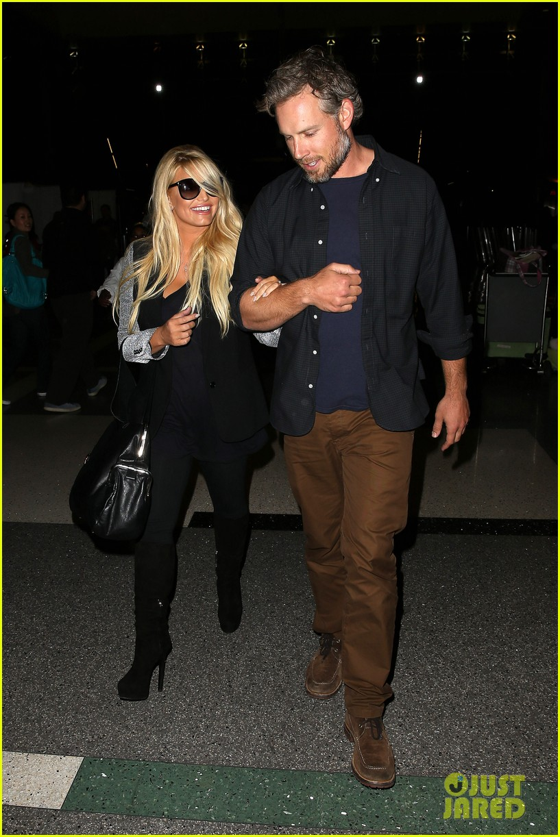 jessica simpson links arms with eric johnson at airport 23