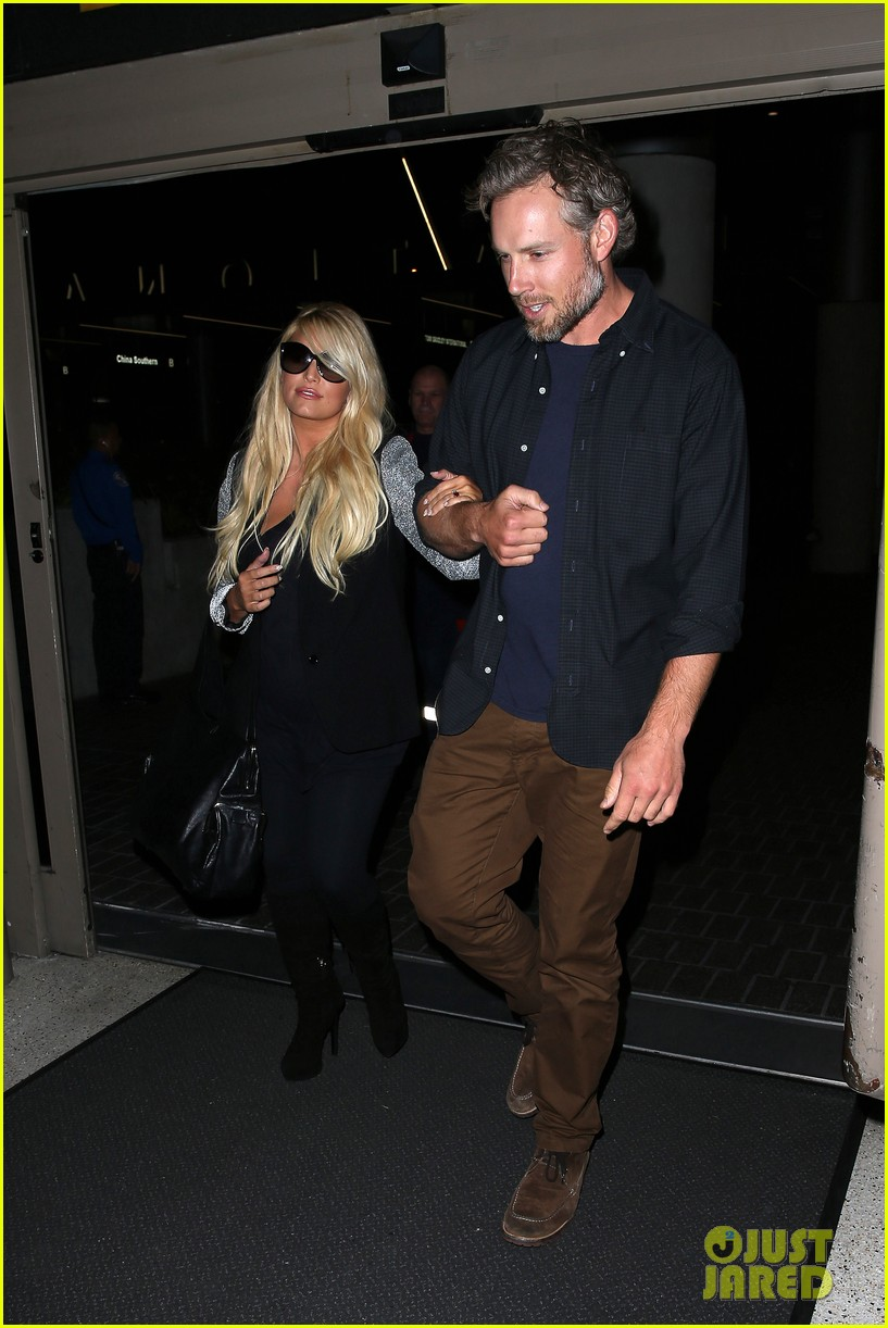 jessica simpson links arms with eric johnson at airport 242971821