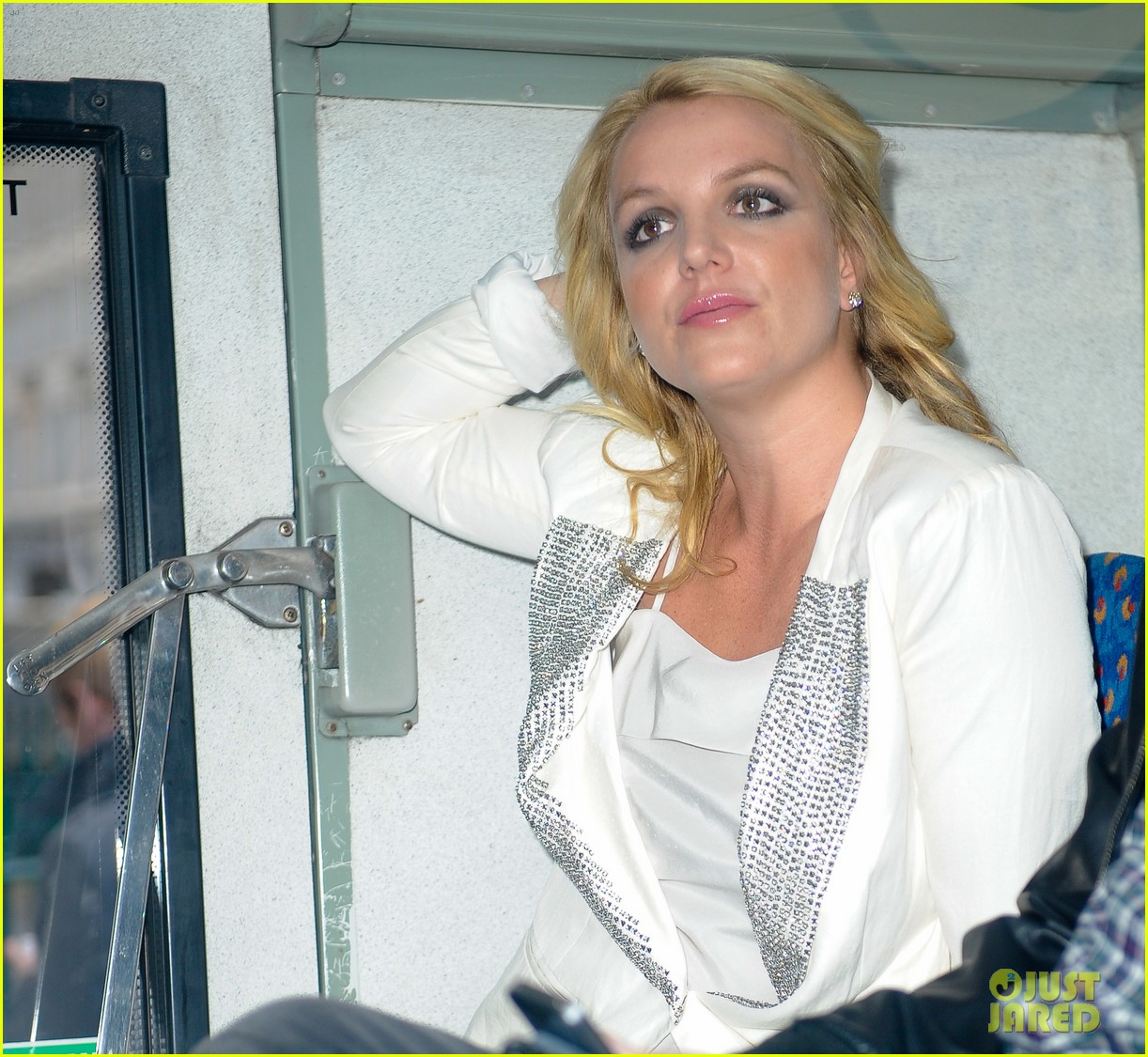 britney spears sightsees on double decker bus in london 062972515