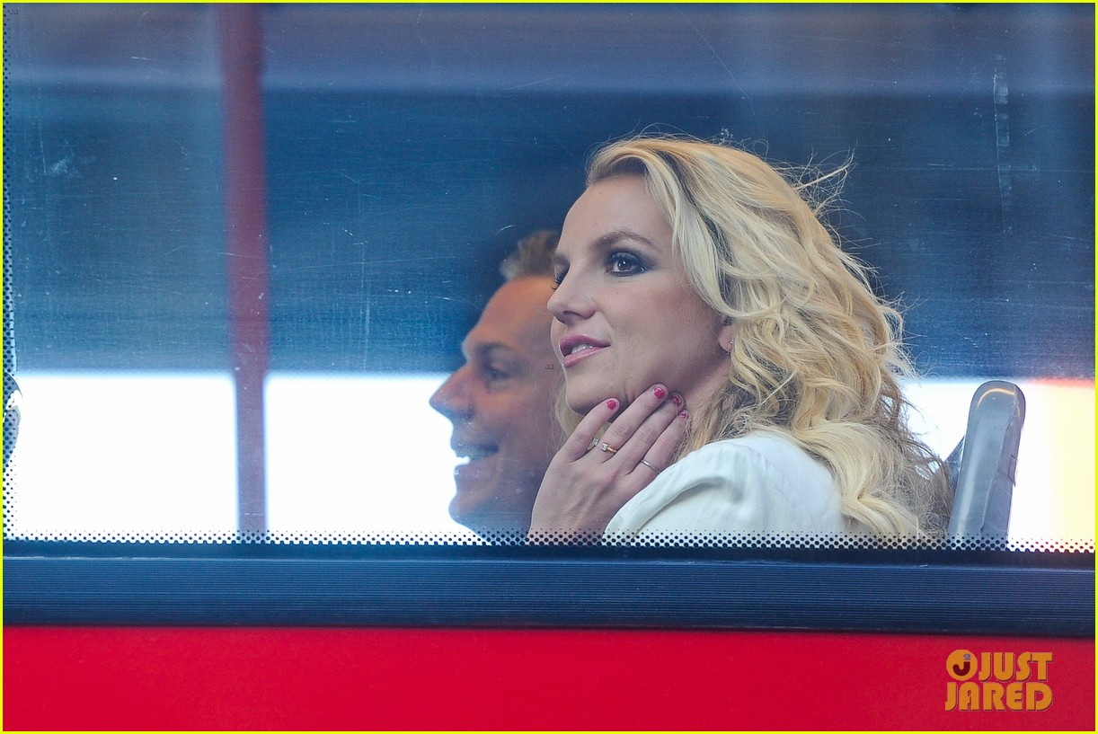 britney spears sightsees on double decker bus in london 112972520