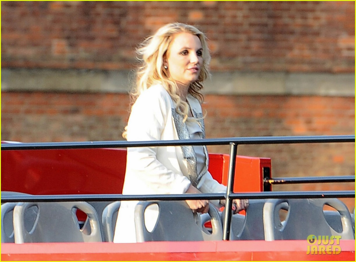 britney spears sightsees on double decker bus in london 152972524