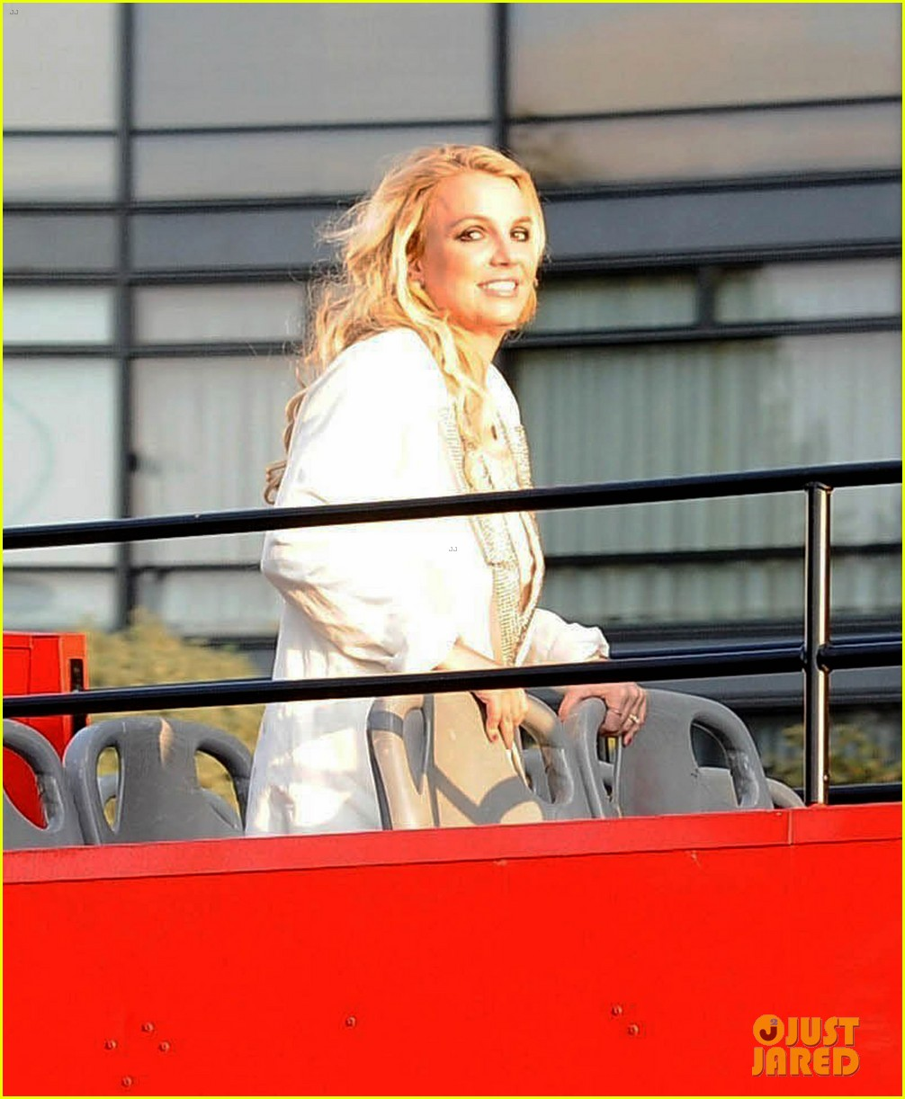 britney spears sightsees on double decker bus in london 162972525